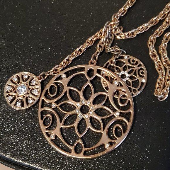 Express Long Gold Tone Chain Circle Pendants Style